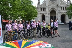 Jeanne (derde van links) fietste europees voor de PvdA Gilze en Rijen